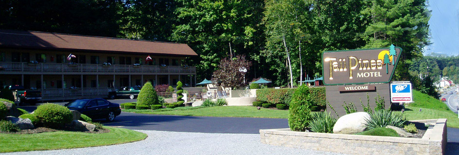 entrance to twin pines motel